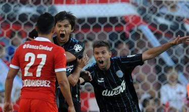 Racing venció 2-0 a Independiente se quedó con la primera final