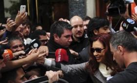 Cristina Kirchner salió de su casa sin hacer declaraciones
