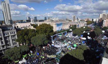 Multitudinaria marcha de los sindicatos