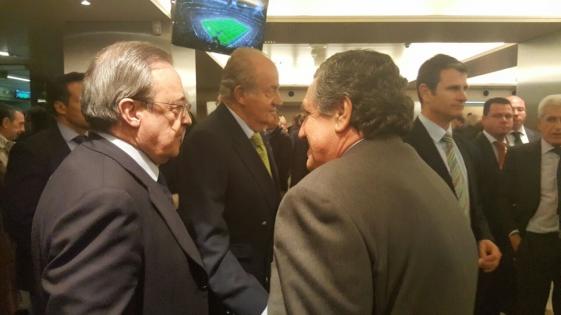 El embajador Puerta en el Bernabéu, invitado por el presidente del Real Madrid