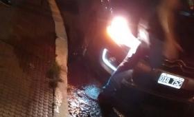 Un auto cayó a una alcantarilla