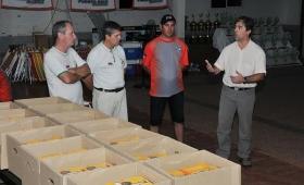 Clubes de pesca reciben bibliografía sobre la fauna íctica del río Paraná