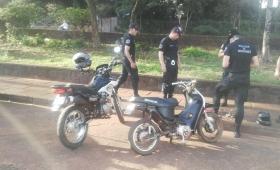Retuvo 5 motocicletas y un auto en operativos
