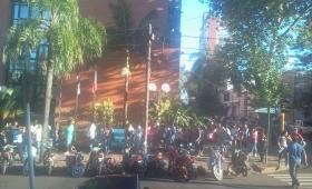 Larga fila para firmar contratos municipales
