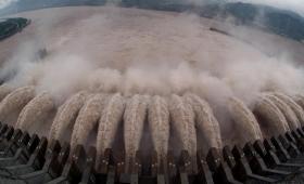 Puerta, firme contra las represas y Passalacqua contradictorio