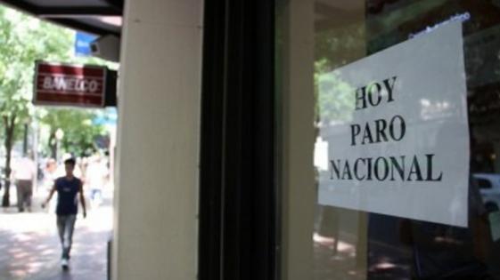 Bancarios endurecen medidas por la caída del acuerdo salarial