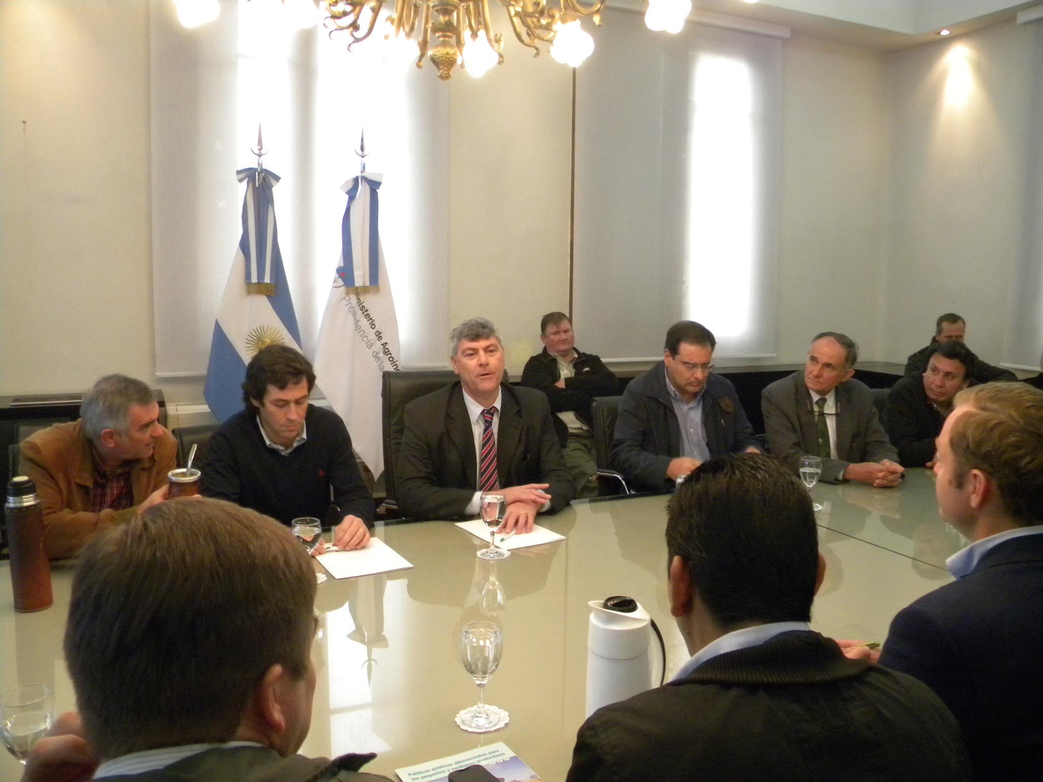 Circuito Yerbatero : Prietto destacó resultados de la reunión entre el sector yerbatero