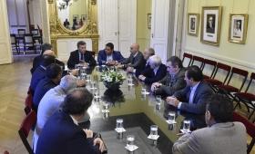 Macri anunció que se congelan despidos por 90 días