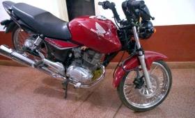 Recuperan una moto robada y detuvieron al conductor