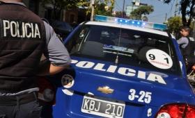 Video: encapuchados y armados asaltaron un autoservicio
