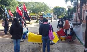 Acampan frente a la Casa de Gobierno por puestos  de trabajo