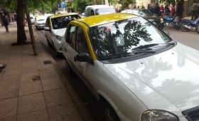 Taxistas posadeños viven día a día