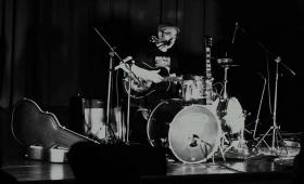 El 'hombre banda' del Blues toca hoy en Posadas
