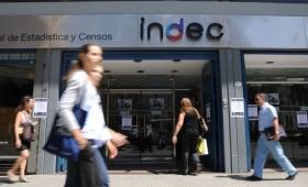 Según el INDEC, una familia tipo necesita $14.090 para no caer en la pobreza