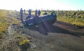 Gendarme lesionada al volcar su auto en Santa María