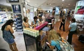La Renovación no baja los impuestos y Foz autoriza instalación de free shops