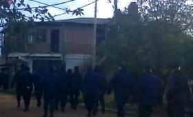 Desalojo en el Zaimán: testigo grabó la llegada de los policías al barrio