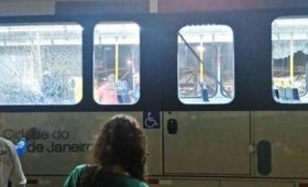 Un ómnibus de prensa fue baleado en Río