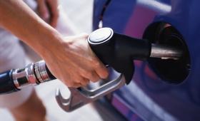 Aumentan hasta un 5 % los combustibles
