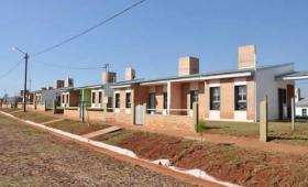 Itaembé Guazú: entregaron viviendas sin terminar