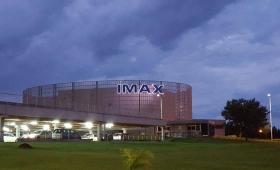 Al cine IMAX 3D le faltan papeles para abrir, pero ya tiene un director