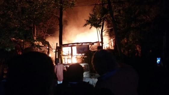 Incendio en Las Dolores ¿llegaron sin agua los bomberos?