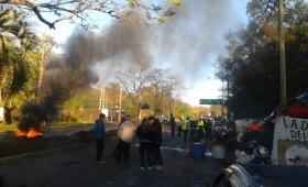 Inspectores de tránsito mantienen protesta en la avenida Urquiza