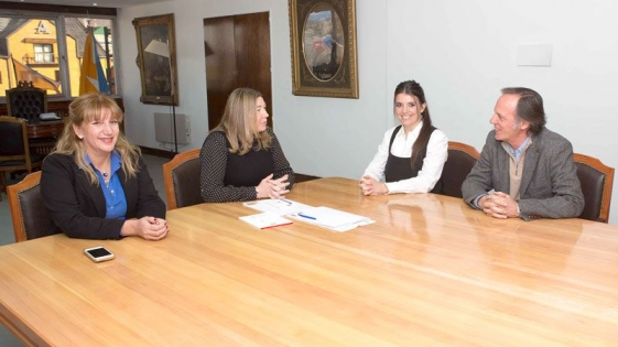 Fundación Grupo London Supply entregó 1 millón de pesos a una escuela de Ushuaia