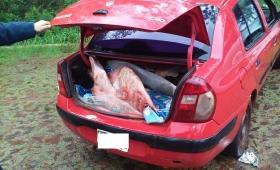 Llevaban 73 kilos de carne en el baúl del auto; fueron detenidos