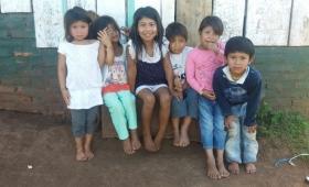 Pies descalzos: niños de aldea Chafariz piden zapatillas