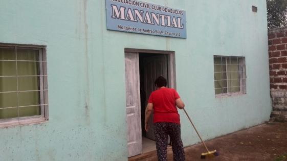 El Club De Abuelos Manantial denuncia que usurparon tres metros de su terreno