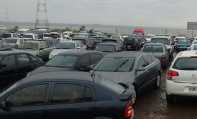 Impresionante cantidad de vehículos en el puente San Roque