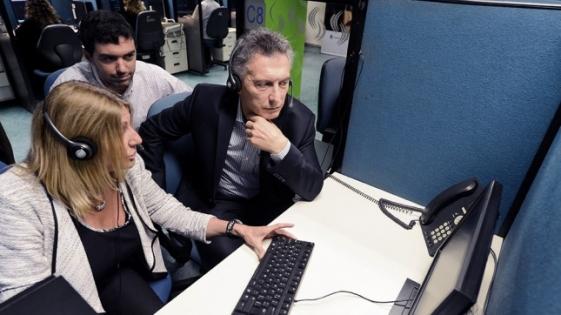 Macri visitó por sorpresa un call center de Anses