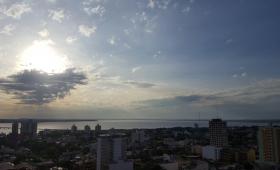 Clima caluroso y con nubes en Posadas