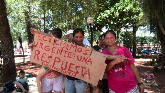 Nuevo acampe de tareferos frente a Gobernación