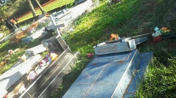 Profanaron 16 tumbas en el cementerio de Villa Bonita