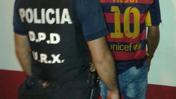 Tres detenidos y un patrullero dañado en operativo policial