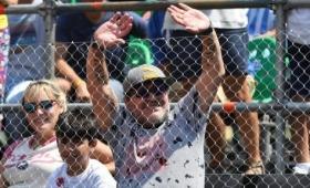 Maradona junto a su nieto viendo tenis