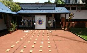 Secuestran más de 42 kilos de marihuana y una moto en Montecarlo