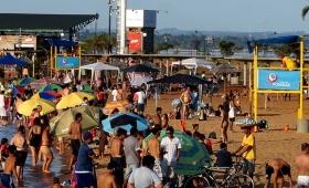 Bañistas colmaron las playas de Posadas