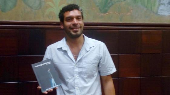 Escritor misionero presenta su primer poemario en el Cidade