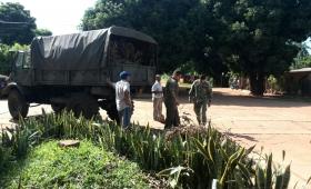 Ante la ausencia del municipio, el Ejército arregla calles barriales