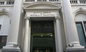 Pacto entre el Banco Central y el Tesoro para hacer subir el dólar