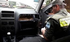 Llevaban 137 paquetes de marihuana ocultos en el auto