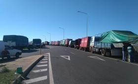 Camioneros protestan en las rutas sin interrumpir el paso