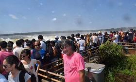Cierre de quincena y recambio turístico en Iguazú