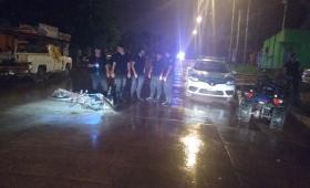 Detuvieron a un joven tras una gresca y el incendio de una moto