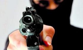 Encapuchado y armado robo 350 pesos del correo