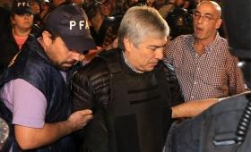 Lázaro Báez no respondió preguntas y rechazó los cargos