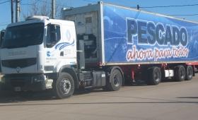 """Insólito: Rentas retuvo un camión de """"Pescado para Todos"""""""
